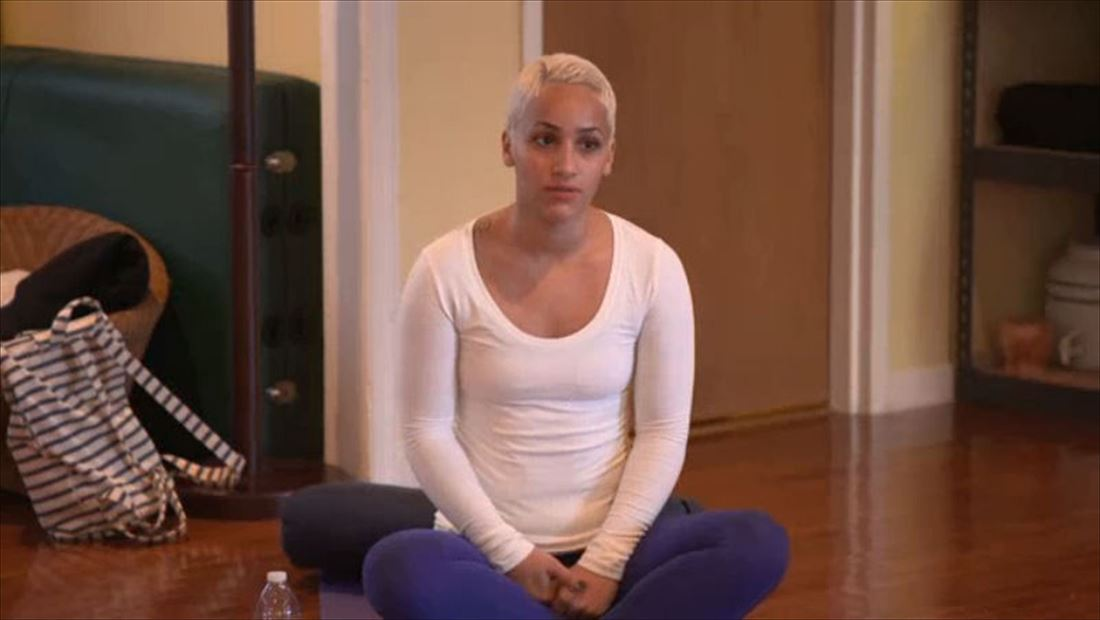 It Takes A Sister Bonus 108: Erika and Kortnee Go to Yoga