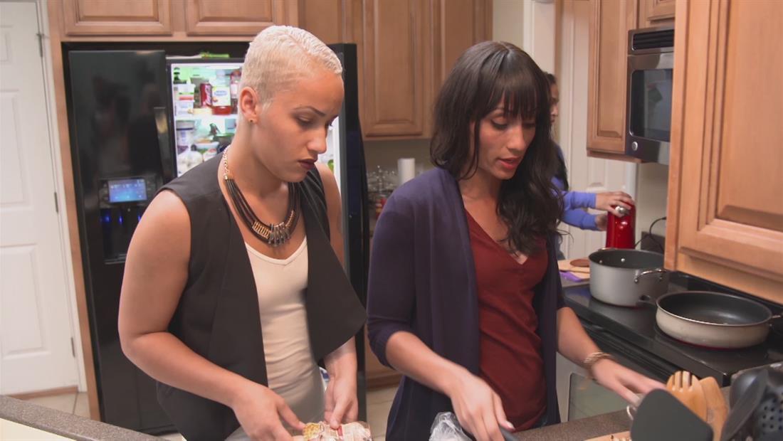 It Takes A Sister Sneak Peek 101: Family Dinner Time